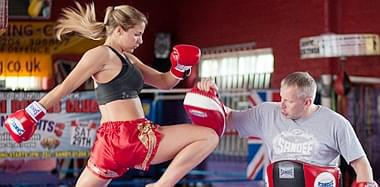 C罗旧爱成金刚芭比:体重140斤 疯狂跑步拳击