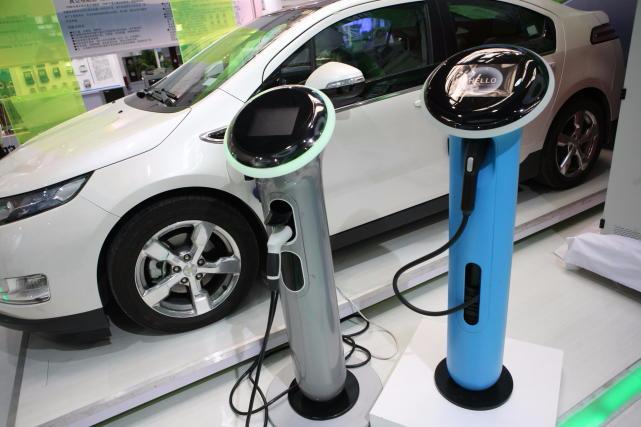 多地掀起新能源汽车抢购潮 业内:与补贴退坡有关