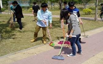 """咸安区委开展了""""主题党日+环境卫生整治""""活动"""