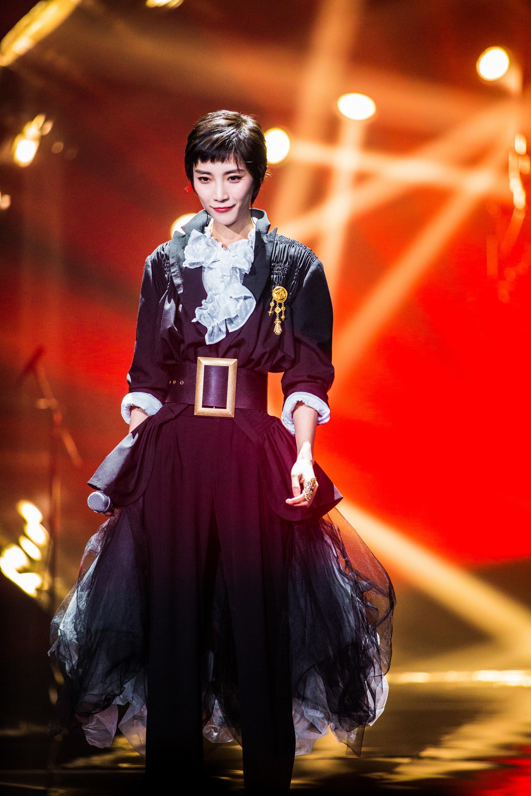 苏诗丁唯美演绎中国风《舍离断》 展现别样风情