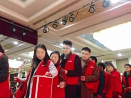 麦田计划志愿者:情人节义卖玫瑰 筹集善款捐给学校