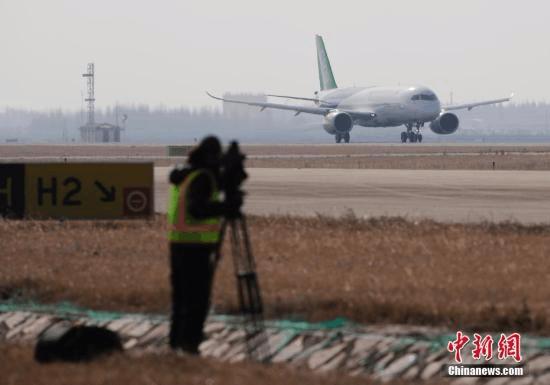 """中国国产大飞机C919第二架客机成功""""首飞"""""""