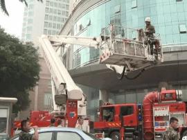 昨日南宁金湖广场工信大厦发生火灾 暂无人员伤亡
