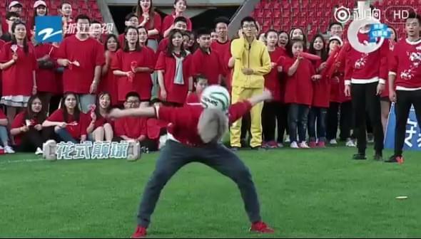 帅到想恋爱!鹿晗秀球技 正牌足球队长都惊呆了