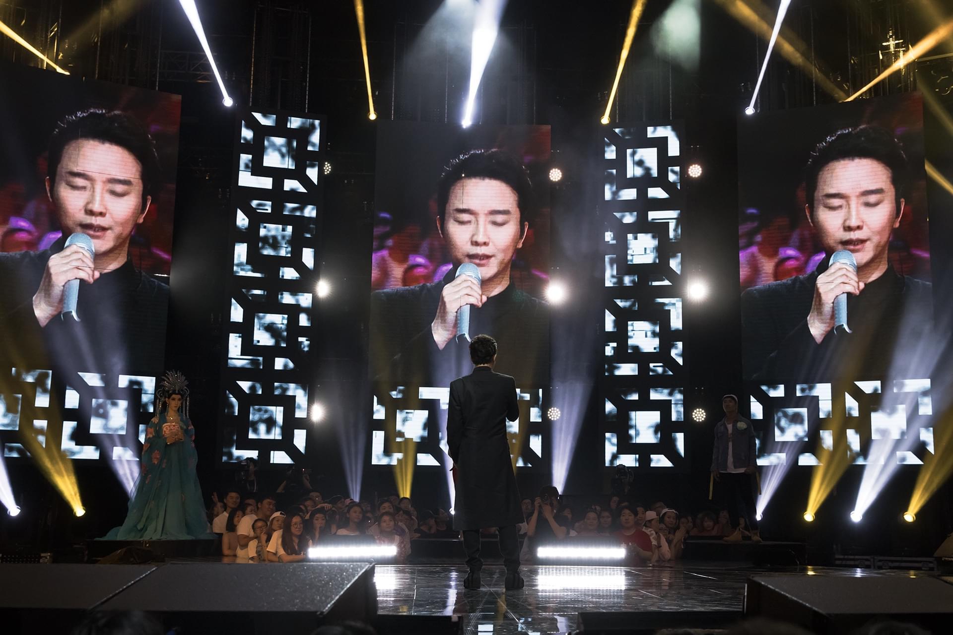 李玉刚体恤歌迷反串梦 美声演绎《狮子王》