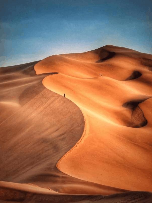 这个与沙漠零距离的小城, 美瞎了世人!