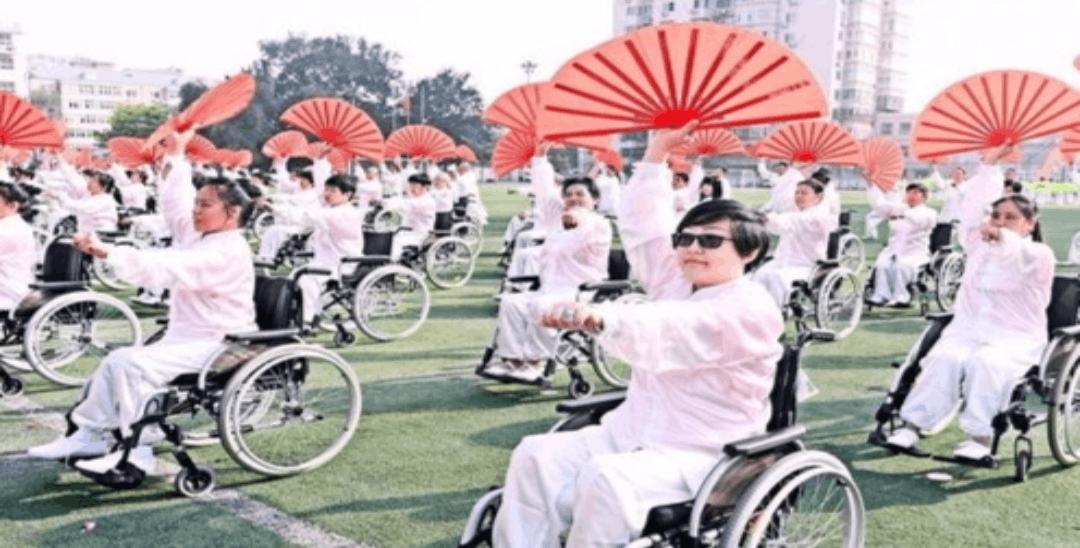 西城残疾人运动会 400人在轮椅上表演太极扇