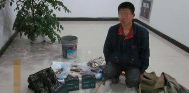 长江禁渔区域捕捞还电鱼 3人现场被抓
