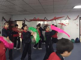 石家庄市第四十四中学开展双节志愿者活动