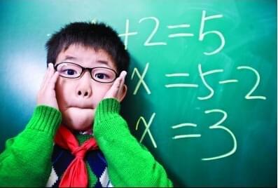 """孩子手机玩得多 当心戴上""""小眼镜"""""""