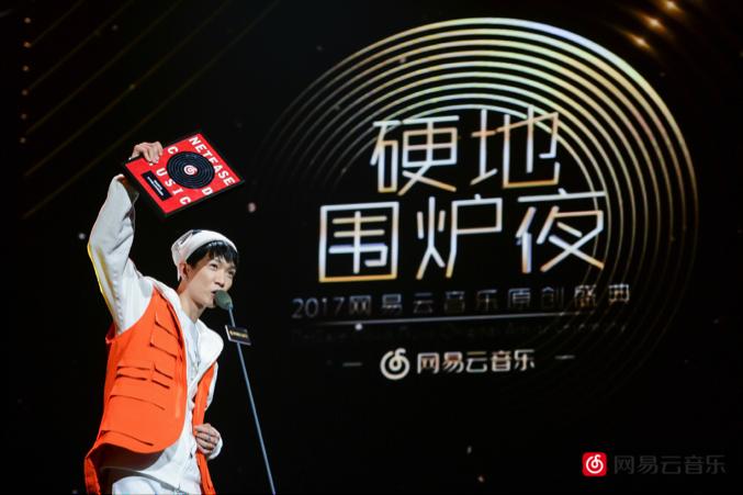 Jony J 、Tizzy T同台领奖 薛之谦获封年度歌手