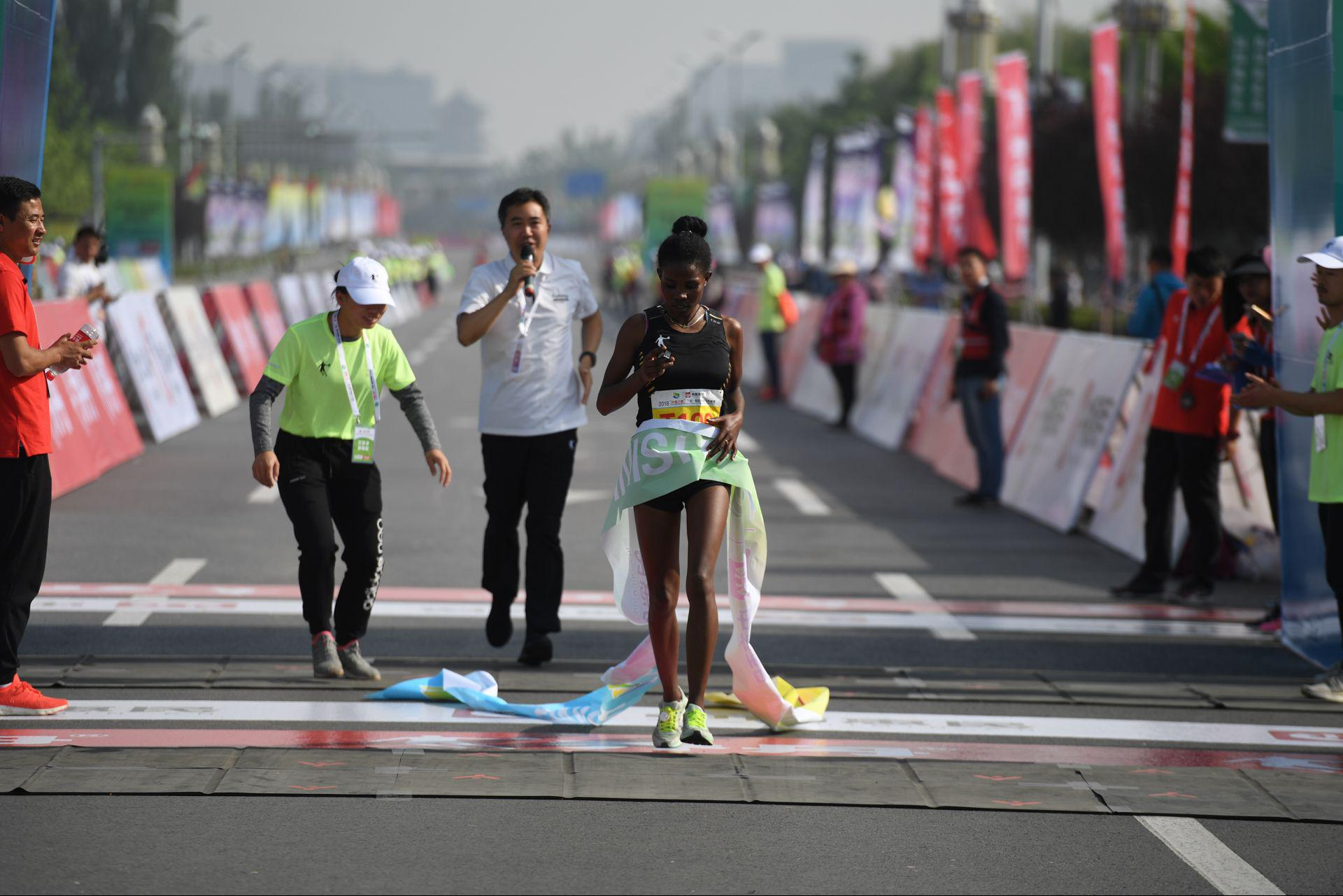 2018银川马拉松赛落幕 埃塞俄比亚包揽男女冠军
