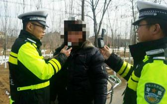 """沁县一男子无证酒驾无牌车被交警""""拿下"""""""