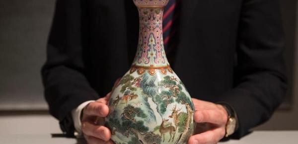 乾隆时期罕见瓷瓶将拍卖 曾被藏鞋盒几十年