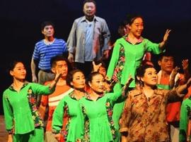 渑池县大型原创现代曲剧《大山的儿子》精彩上演