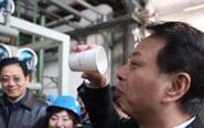 环保局局长喝下钢铁厂污水