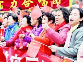 太原多支合唱团组近千人合唱 歌声中共度重阳