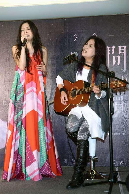 唱歌手绘文艺图片