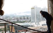 四川11级大风吹跑10楼窗户