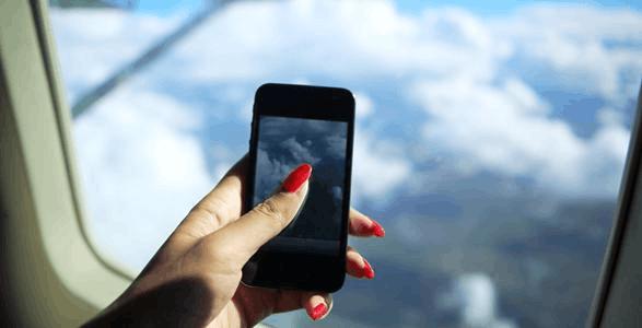 飞机上可以用手机了? 民航总局:航空公司自己定