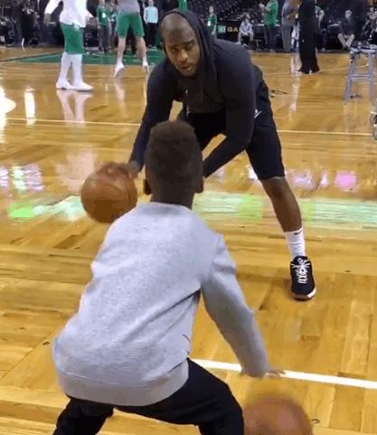 【影片】Chris Paul嚴格調教CP4運球技術,8歲已經玩轉各式運球!-籃球圈
