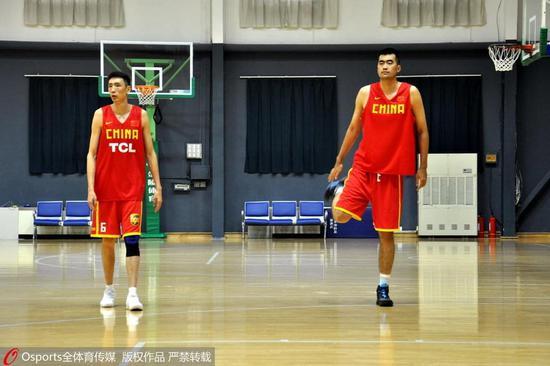 李楠再得二良將 2.20米高塔+31歲鋒霸進男籃紅隊