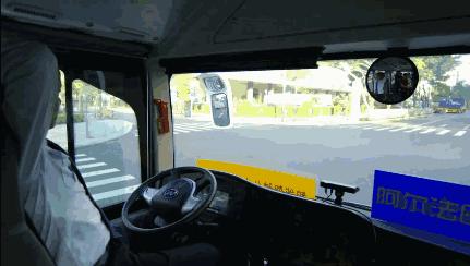 别了司机 无人驾驶公交车正式上路 你敢坐吗?