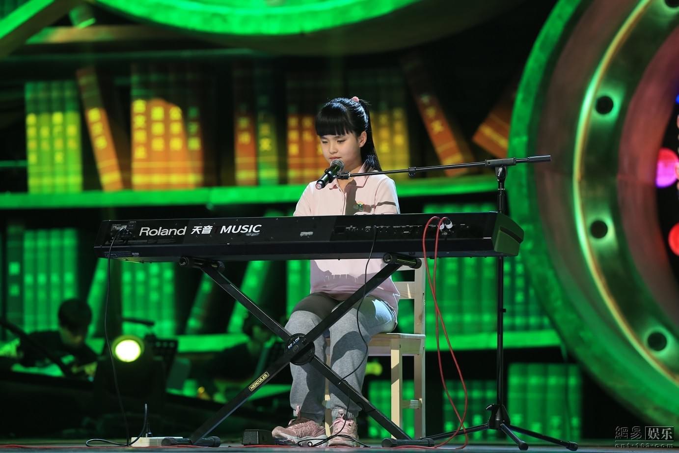 《歌声》现钢琴十级盲童女孩 蔡国庆送导盲犬