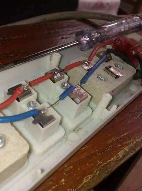 拆开日本插座和国产插座的一瞬间 中国厂商脸红了
