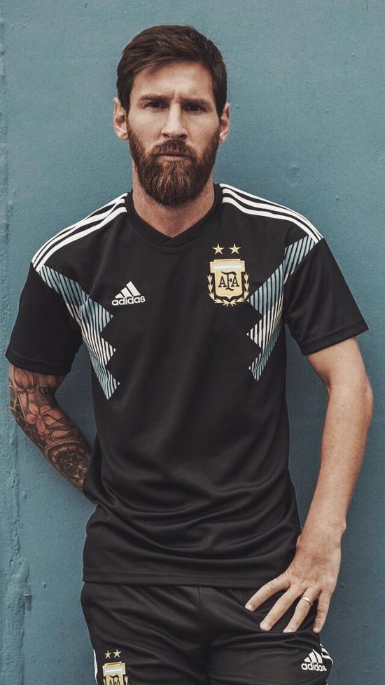 梅西身穿阿根廷新款战袍