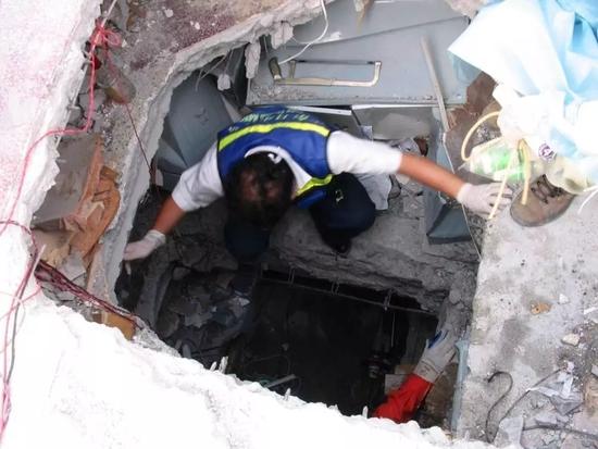 汶川地震废墟里的幸存者:命是赚来的 没有资格悲伤