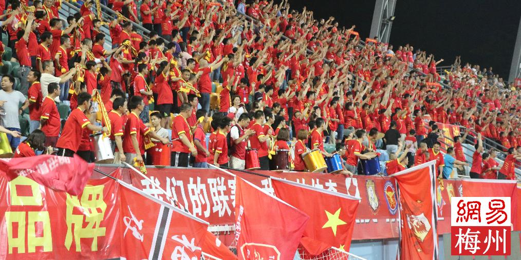 4558名球迷的现场狂欢 梅县铁汉6球狂胜辽宁沈阳宏运