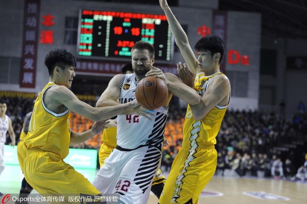 刘铮:东亚赛要用经验胜广厦队友 受伤仍然有阴影