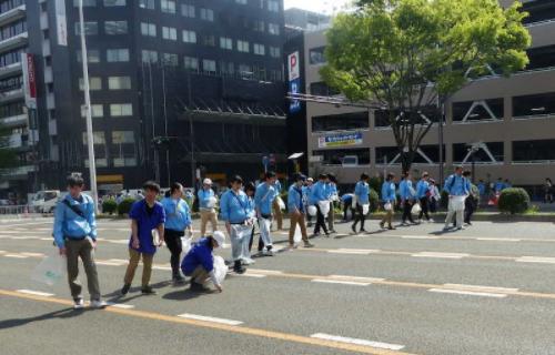 羽生结弦游行10万人挤满街道 狂欢过后几无垃圾