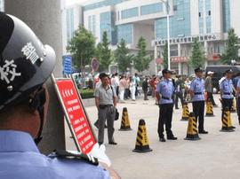 青岛警方精心部署 加强考场安保