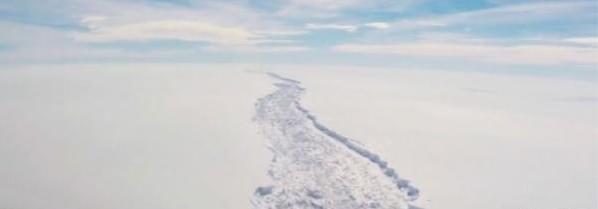 南极裂开大口子!世界最大冰架要崩塌?
