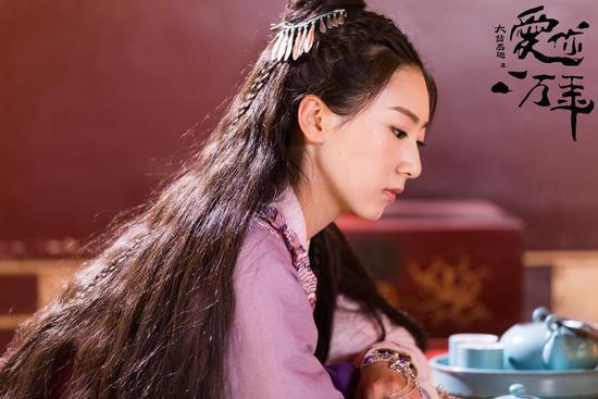 其中,紫霞仙子的扮演者赵艺,也凭借着灵气十足的仙子形象成功的赢得了