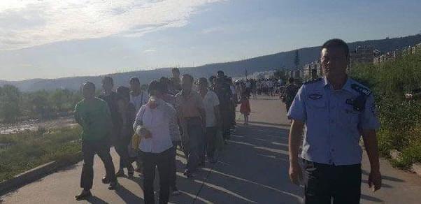 传销组织藏河滩树林授课 上游泄洪36人被困