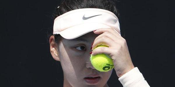 中国莎娃澳网清新亮相 首轮输球表情凝重