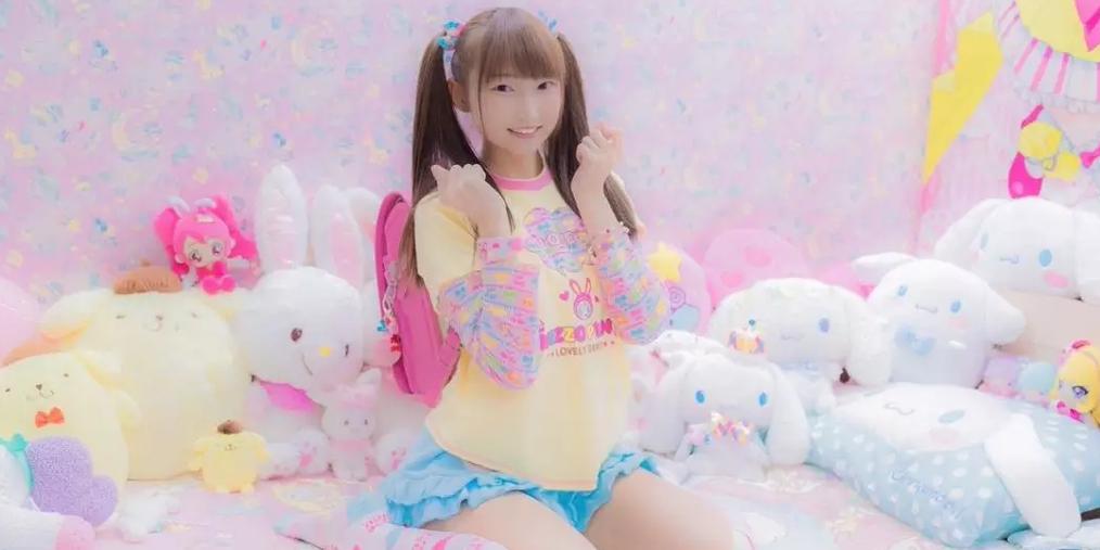 """日本22岁人妻穿童装扮""""小学生""""遭网友热议"""