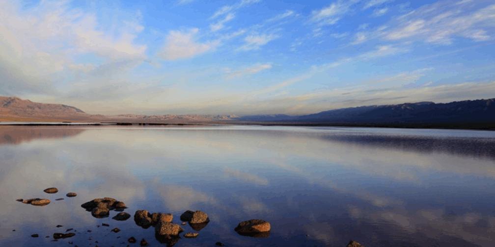 新疆伊吾县:神秘的幻彩湖风光秀美