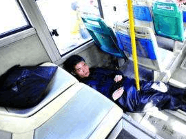 甲亢病史学生公交上抽搐 公交车变救护车送医