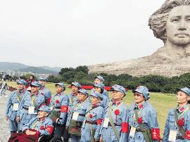 """50位""""八千湘女""""代表返湘游长沙 感叹家乡蓬勃发展"""
