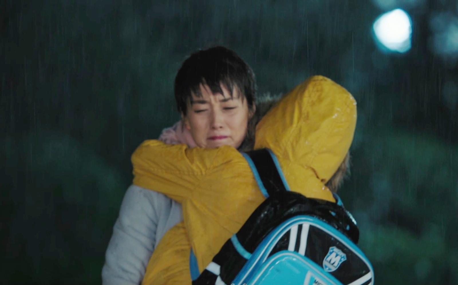 马伊琍《前半生》雨戏抱子狂奔超虐心 网友泪目