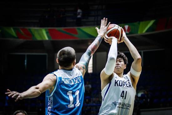 亚洲杯-澳新2连胜哈提布33+11+8 韩国狂胜61分