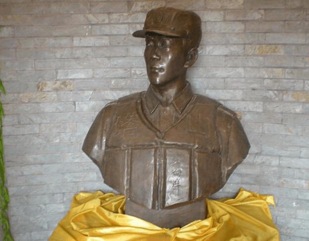 公安县举行纪念活动 悼念永远的英雄李向群烈士