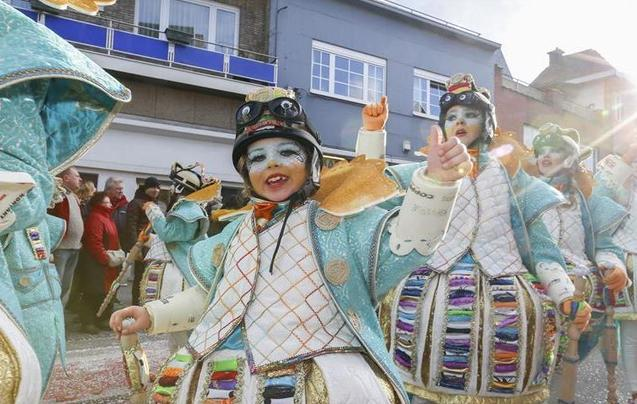 阿尔斯特狂欢节 民众盛装游行