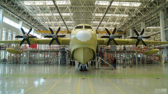 中国首款自主研制的大型多用途运输机运20飞机授