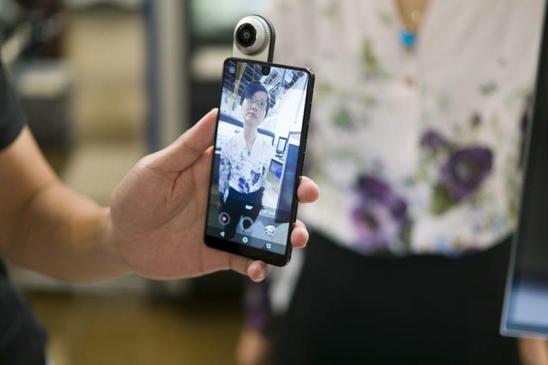 安卓之父自信满满:我的新手机为何能挑战三星苹果