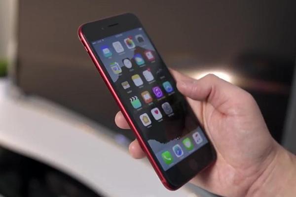 发烧友把红iPhone7前面板换成黑色